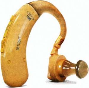 Слуховые аппараты различают