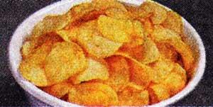 пачкой чипсов